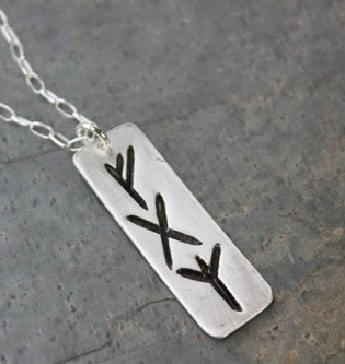 Jewelry displaying 3 Runes